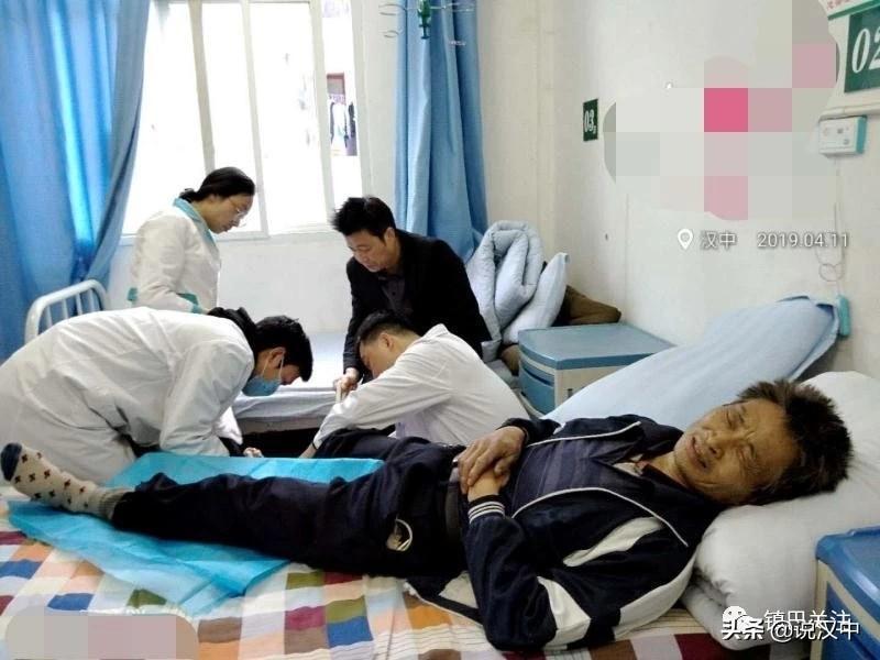 镇巴男子被毒蛇咬伤,两级医院合力抢救